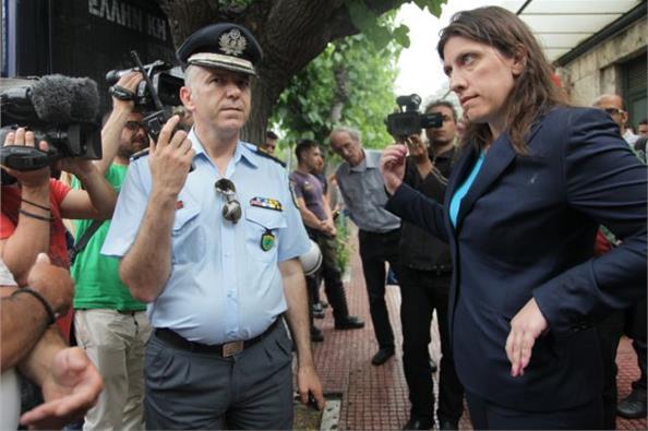 Η αντίδραση της Ζωής Κωνσταντοπούλου κατά αστυνομικών για το μπλόκο πορείας